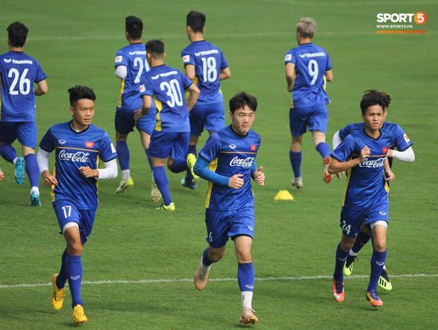 Xuân Trường nỗ lực không ngừng trong buổi tập đầu tiên hướng tới Asian Cup 2019 - Ảnh 5.