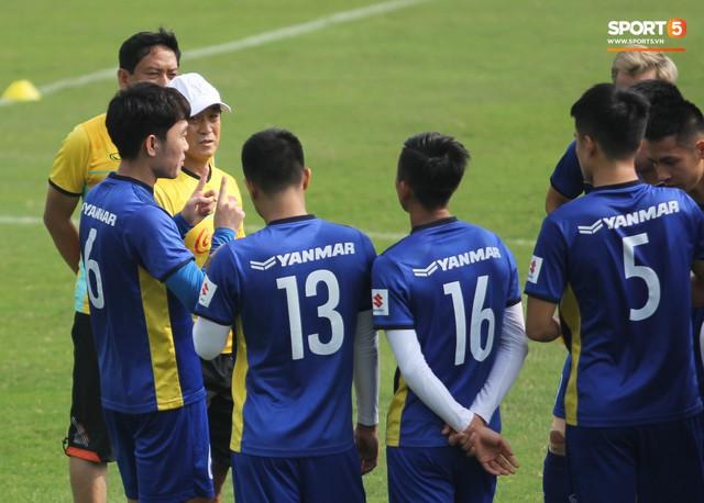 Xuân Trường nỗ lực không ngừng trong buổi tập đầu tiên hướng tới Asian Cup 2019 - Ảnh 6.