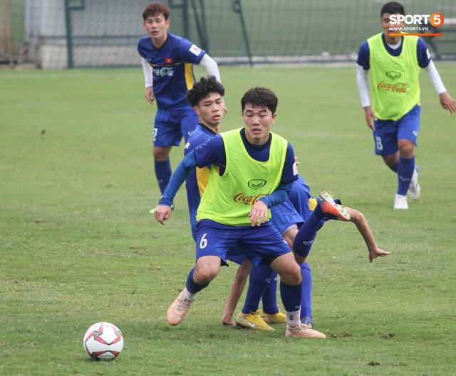Xuân Trường nỗ lực không ngừng trong buổi tập đầu tiên hướng tới Asian Cup 2019 - Ảnh 7.