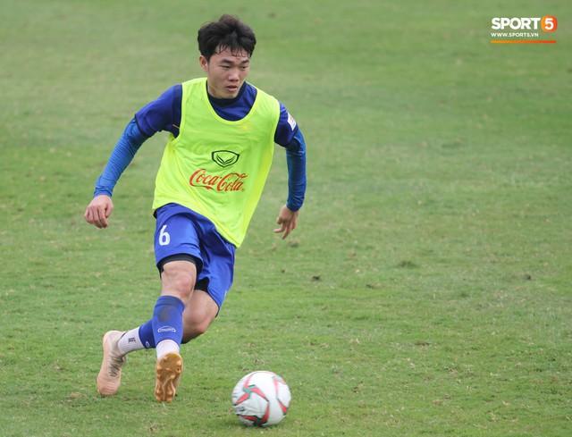 Xuân Trường nỗ lực không ngừng trong buổi tập đầu tiên hướng tới Asian Cup 2019 - Ảnh 8.