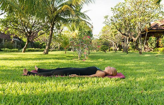 Các tư thế tập yoga giúp giảm stress và ngăn ngừa lão hóa - Ảnh 8.