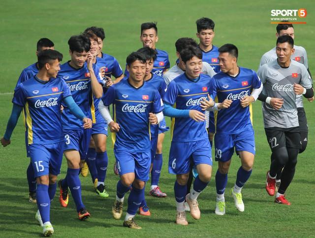 Xuân Trường nỗ lực không ngừng trong buổi tập đầu tiên hướng tới Asian Cup 2019 - Ảnh 9.