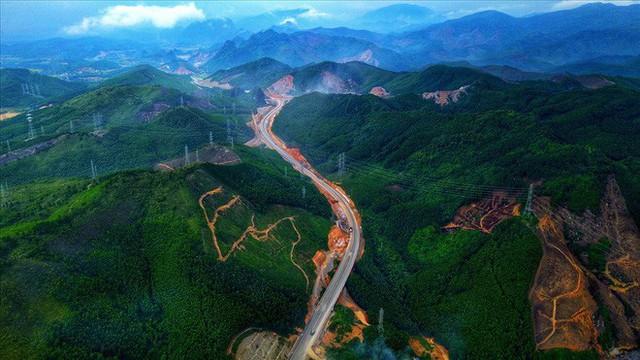 Cận cảnh cao tốc 12.000 tỉ xuyên rừng kết nối với sân bay Vân Đồn - Ảnh 2.