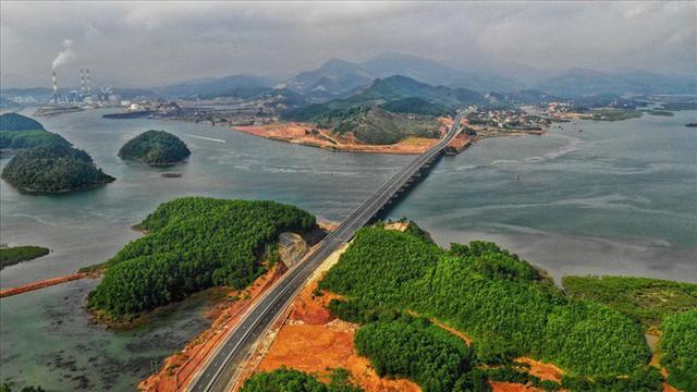 Cận cảnh cao tốc 12.000 tỉ xuyên rừng kết nối với sân bay Vân Đồn - Ảnh 3.