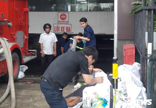 Hàng trăm ô tô, xe máy ngâm nước tại chung cư Hoàng Anh Gia Lai, ban quản lý tòa nhà chối bỏ trách nhiệm - Ảnh 3.