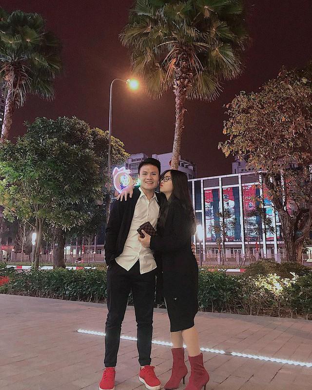 Trước thì giản dị hết sức, giờ Quang Hải đã mạnh tay lên đồ với đồng hồ 300 triệu và giày hiệu đắt đỏ rồi - Ảnh 4.