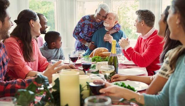 *Mẹo nhỏ giúp bạn tránh khỏi những câu hỏi không thoải mái về chuyện bao giờ cưới, thưởng tết bao nhiêu và tận hưởng kì nghỉ Tết dương lịch một cách trọn vẹn - Ảnh 2.