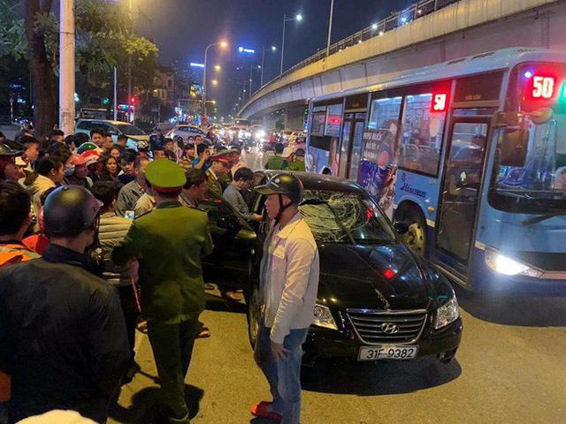 2 bà bầu nhập viện sau vụ xe Hyundai tông liên hoàn trên đường Trần Duy Hưng rồi bỏ chạy - Ảnh 1.