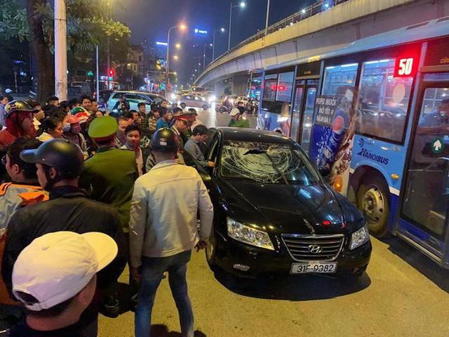 2 bà bầu nhập viện sau vụ xe Hyundai tông liên hoàn trên đường Trần Duy Hưng rồi bỏ chạy - Ảnh 2.
