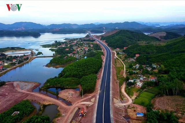 Ngắm toàn cảnh cao tốc Hạ Long - Vân Đồn 12.000 tỷ xuyên vùng Đông Bắc  - Ảnh 11.