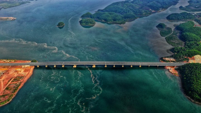 Ngắm toàn cảnh cao tốc Hạ Long - Vân Đồn 12.000 tỷ xuyên vùng Đông Bắc  - Ảnh 14.