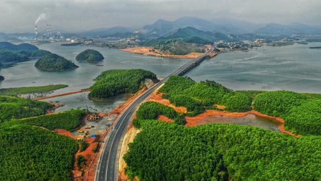 Ngắm toàn cảnh cao tốc Hạ Long - Vân Đồn 12.000 tỷ xuyên vùng Đông Bắc  - Ảnh 15.