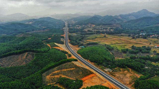 Ngắm toàn cảnh cao tốc Hạ Long - Vân Đồn 12.000 tỷ xuyên vùng Đông Bắc  - Ảnh 18.