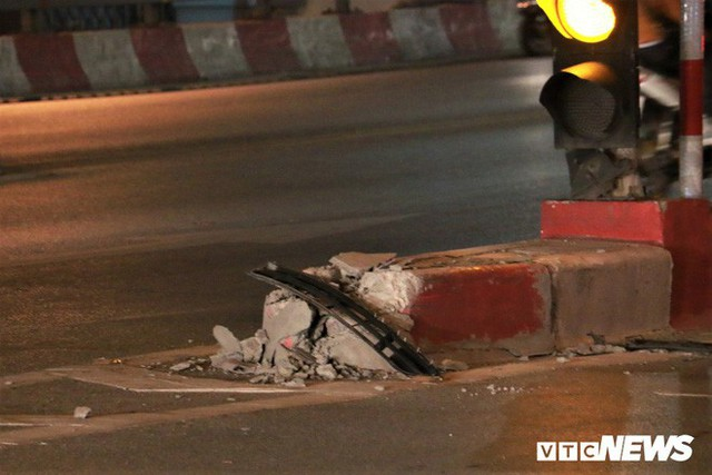 Ảnh: Hiện trường tài xế ô tô say rượu đâm liên tiếp hai bà bầu trên phố Hà Nội - Ảnh 5.