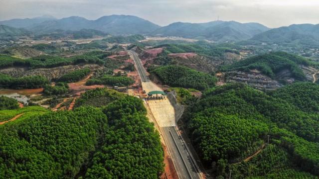 Ngắm toàn cảnh cao tốc Hạ Long - Vân Đồn 12.000 tỷ xuyên vùng Đông Bắc  - Ảnh 6.