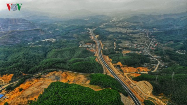 Ngắm toàn cảnh cao tốc Hạ Long - Vân Đồn 12.000 tỷ xuyên vùng Đông Bắc  - Ảnh 7.