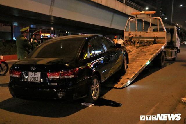Ảnh: Hiện trường tài xế ô tô say rượu đâm liên tiếp hai bà bầu trên phố Hà Nội - Ảnh 8.