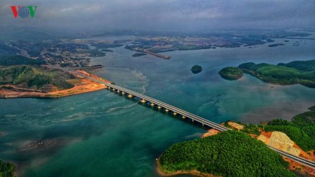 Ngắm toàn cảnh cao tốc Hạ Long - Vân Đồn 12.000 tỷ xuyên vùng Đông Bắc  - Ảnh 8.