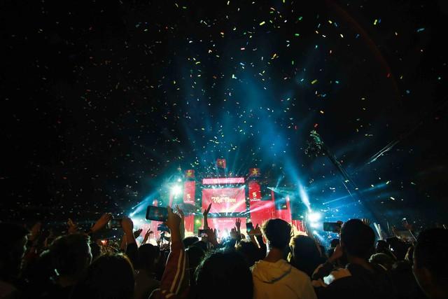 Trước thềm Asian Cup 2019, HLV Park Hang Seo dẫn các học trò ở lại Hà Nội vui Noel với người hâm mộ - Ảnh 10.
