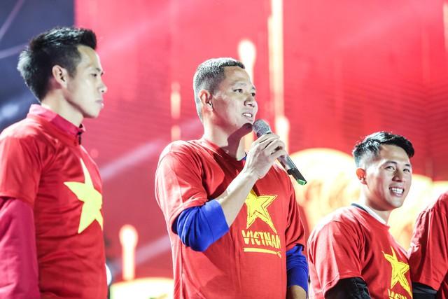 Trước thềm Asian Cup 2019, HLV Park Hang Seo dẫn các học trò ở lại Hà Nội vui Noel với người hâm mộ - Ảnh 5.
