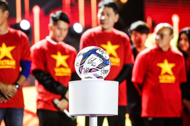 Trước thềm Asian Cup 2019, HLV Park Hang Seo dẫn các học trò ở lại Hà Nội vui Noel với người hâm mộ - Ảnh 6.