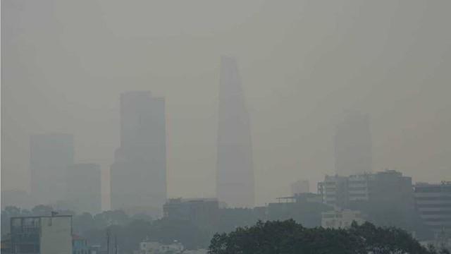TPHCM chìm trong sương mù, mờ ảo như trời Đà Lạt - Ảnh 2.