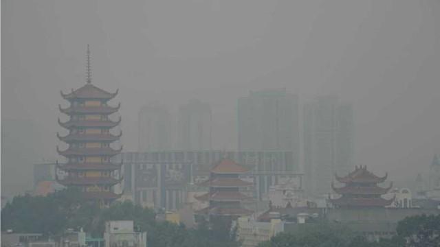 TPHCM chìm trong sương mù, mờ ảo như trời Đà Lạt - Ảnh 3.