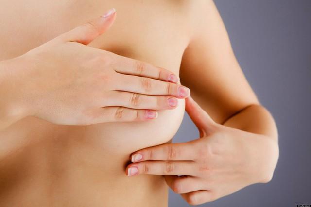 PGS BV Bạch Mai: 3 bước khám vú giúp phát hiện ung thư sớm phụ nữ nhất định phải biết - Ảnh 1.