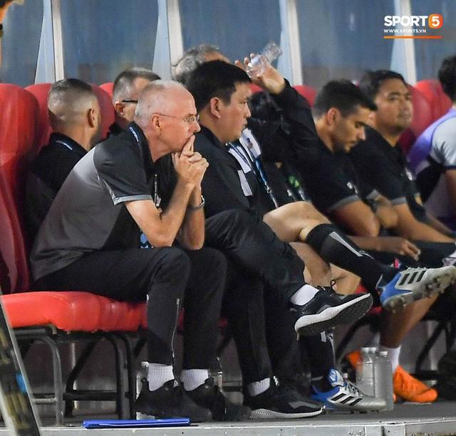 HLV Philippines vỗ vai thán phục đồng nghiệp Park Hang-seo sau trận thua Việt Nam - Ảnh 2.
