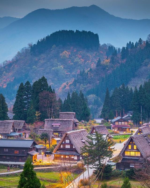 Shirakawa-go, ngôi làng đẹp như bước ra từ cổ tích, nơi thai nghén bộ truyện Doraemon nổi tiếng của Nhật Bản - Ảnh 2.