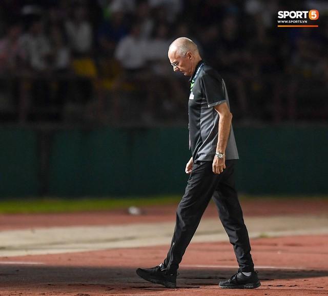 HLV Philippines vỗ vai thán phục đồng nghiệp Park Hang-seo sau trận thua Việt Nam - Ảnh 9.