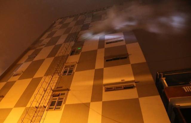 100 người tham gia dập tắt đám cháy ở quán karaoke lớn nhất Quảng Trị - Ảnh 1.