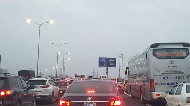 Ùn tắc nghiêm trọng trên cao tốc Cầu Giẽ - Pháp Vân chiều cuối năm - Ảnh 3.