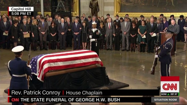 Cập nhật tang lễ cố Tổng thống Bush (cha): Di hài nằm ở trái tim của tòa nhà Quốc hội Mỹ - Ảnh 4.