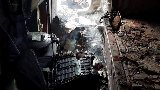 Hiện trường vụ cháy căn hộ khu tập thể cũ gần Đại học Y  - Ảnh 11.