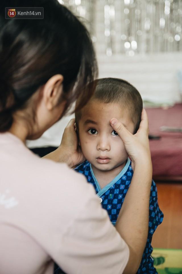 Lời tâm sự xúc động từ mẹ em bé ung thư não trong bộ ảnh 24h của Tom: Mình không được than vãn, vì thiệt thòi là con... - Ảnh 16.