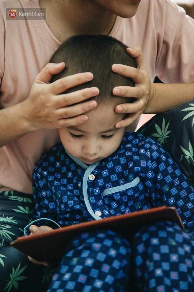 Lời tâm sự xúc động từ mẹ em bé ung thư não trong bộ ảnh 24h của Tom: Mình không được than vãn, vì thiệt thòi là con... - Ảnh 17.