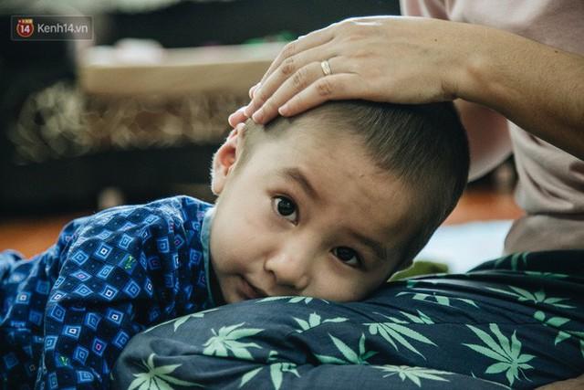 Lời tâm sự xúc động từ mẹ em bé ung thư não trong bộ ảnh 24h của Tom: Mình không được than vãn, vì thiệt thòi là con... - Ảnh 19.