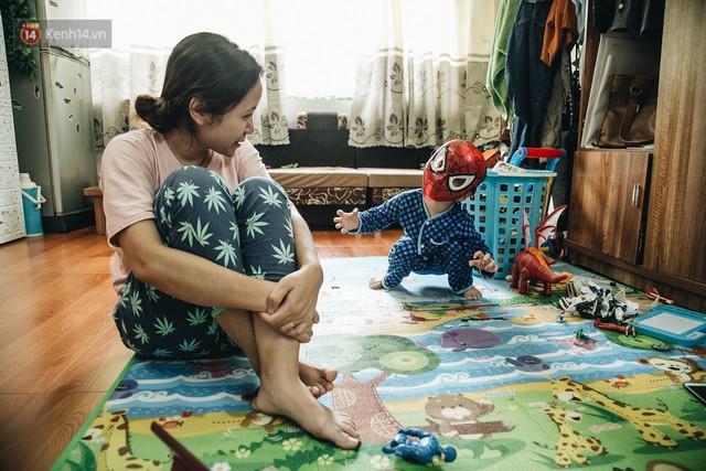Lời tâm sự xúc động từ mẹ em bé ung thư não trong bộ ảnh 24h của Tom: Mình không được than vãn, vì thiệt thòi là con... - Ảnh 24.