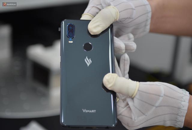 Lộ diện điện thoại Vsmart: Camera kép đặt dọc, màn hình gần tràn viền - Ảnh 6.