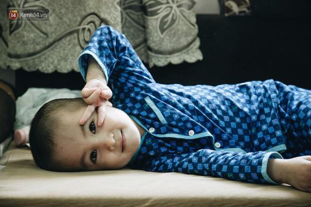 Lời tâm sự xúc động từ mẹ em bé ung thư não trong bộ ảnh 24h của Tom: Mình không được than vãn, vì thiệt thòi là con... - Ảnh 10.