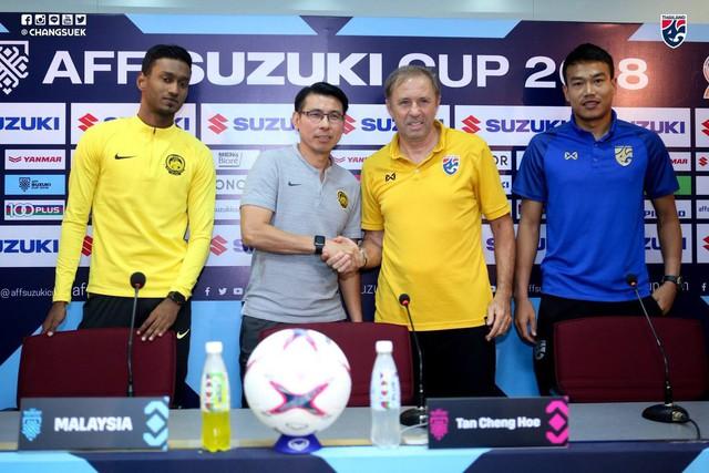 HLV tuyển Thái Lan bất ngờ gặp thầy cũ của ông Park Hang-seo trước trận đại chiến với Malaysia - Ảnh 2.