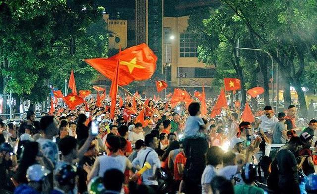 Hàng nghìn cảnh sát chống đua xe trận bán kết lượt về ở Mỹ Đình  - Ảnh 1.