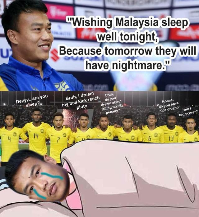 Fan Malaysia vui sướng tột cùng, hả hê đăng ảnh mỉa mai thủ môn nói trước bước không qua của Thái Lan - Ảnh 1.