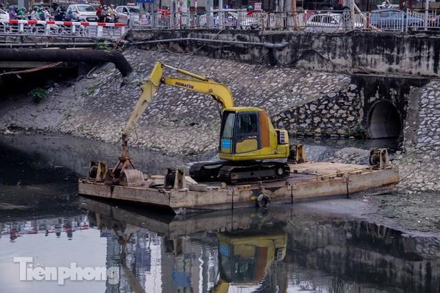 Tràn ngập nước thải, liệu sông Tô Lịch có tái sinh thành sông Thames? - Ảnh 12.