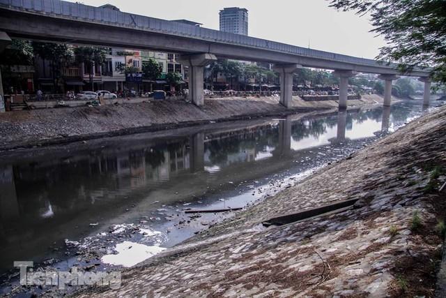 Tràn ngập nước thải, liệu sông Tô Lịch có tái sinh thành sông Thames? - Ảnh 3.