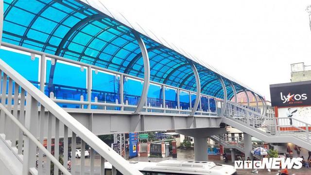 Ảnh: Cầu vượt đi bộ đầu tiên ở Đà Nẵng - Ảnh 6.