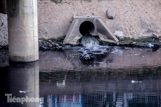 Tràn ngập nước thải, liệu sông Tô Lịch có tái sinh thành sông Thames? - Ảnh 8.
