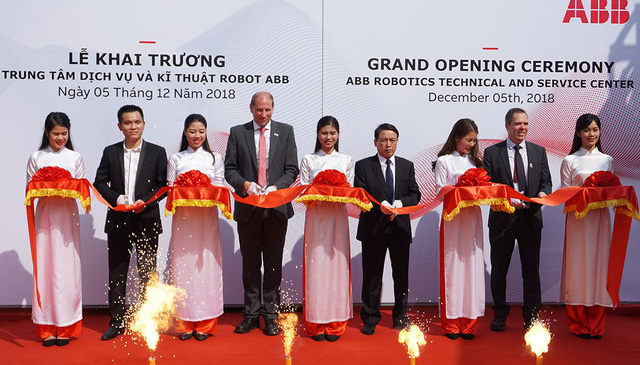 Bán robot cho Vinfast, Tập đoàn Thụy Sĩ ABB mở Trung tâm Kỹ thuật và Dịch vụ Robot đầu tiên ở Việt Nam - Ảnh 1.