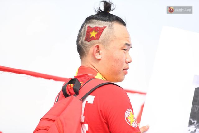 Chàng trai in hình HLV Park Hang-seo lên đầu, vượt gần 1.000km để cổ vũ đội tuyển Việt Nam tại SVĐ Mỹ Đình - Ảnh 6.